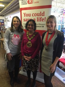 Event Organiser Marina Calero greets Haringey Mayor Kaushika Amin and Deputy Mayor Tara Scott who arrive to officially open the event